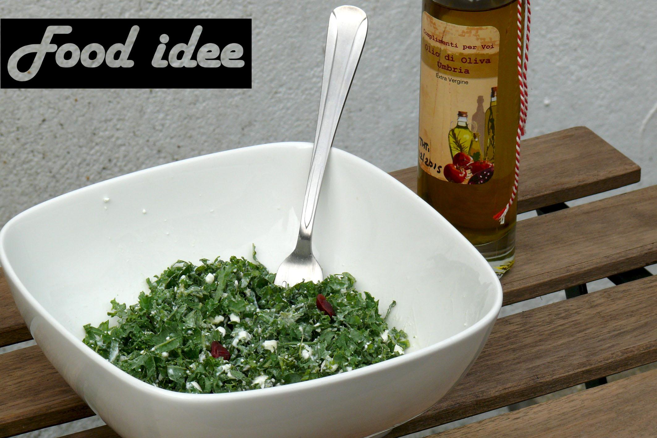 Boerenkoolsalade met hüttenkäse en cranberry