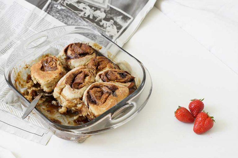 vegan cinnamon rolls met amandelmelk