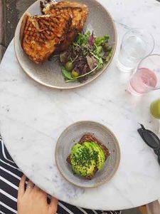#2 Stedentrip Stockholm eten: Café Pascal - ontbijt, lunch en koffie - lekkerste burrata salade ooit!